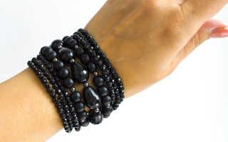Черный браслет на руке: что это значит