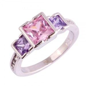 Кольцо с розовым камнем