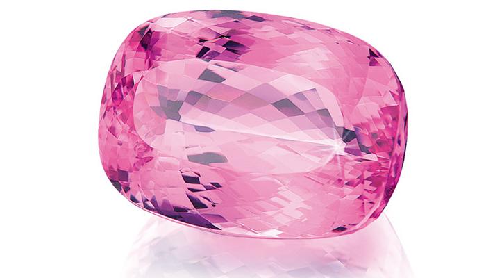 Розовый камень топаз