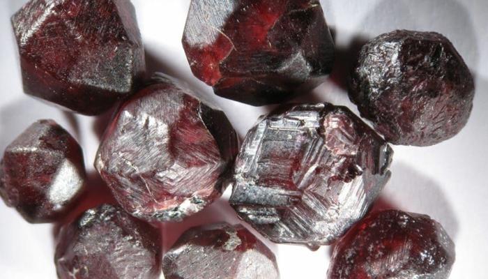 Альмадин камень