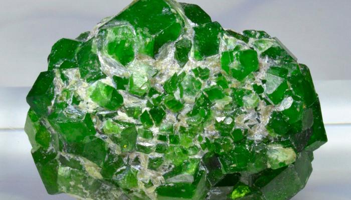 Демантоид кристалл