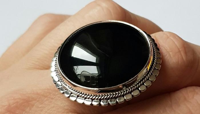 Кольцо с агатом черного цвета