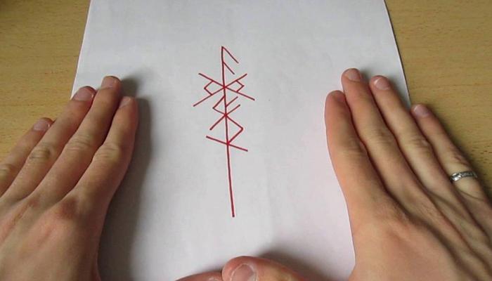 Руническая формула на бумаге