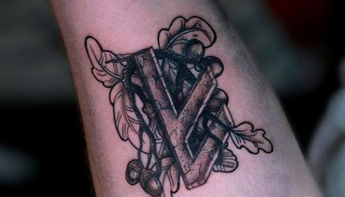 Татуировка руны Берегиня