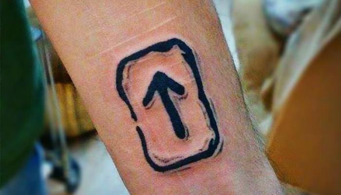 Татуировка с руной Треба