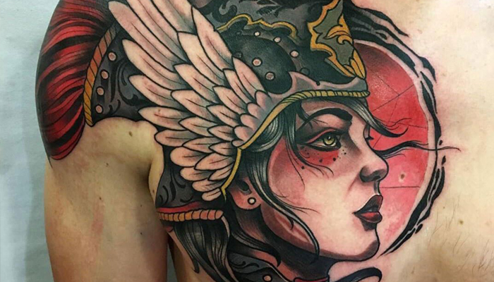 Татуировка Валькирии на грудине